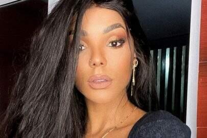 Brunna Gonçalves revela modelito minimalista para participar de premiação