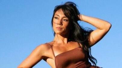 Aos 43 anos, Danni Suzuki mostra boa forma em foto