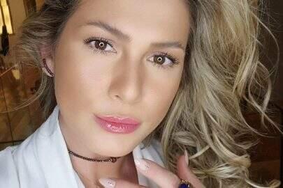 Lívia Andrade posta sequência de cliques deslumbrantes e esbanja beleza natural