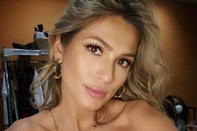 """Lívia Andrade esbanja beleza natura em cliques ao ar livre: """"É primavera!"""""""