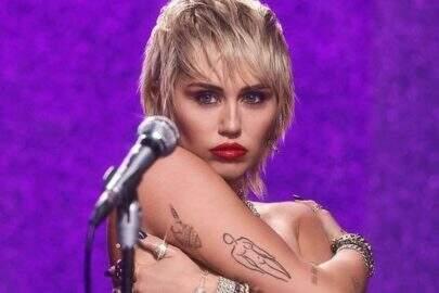 """Miley Cyrus posta vídeos sensuais e pergunta: """"Você quer tocar?"""""""