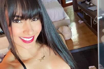 Juliana Caetano, do Bonde do Forró, atende chamada de vídeo de seguidor e se assusta