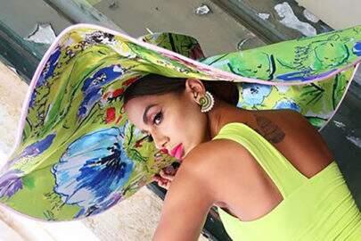 """Sem edição, Anitta posa na praia e deixa seguidores apaixonados: """"Queria estar assim"""""""