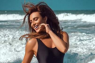 """Nicole Bahls posa correndo de maiô e dispara: """"Céu e mar e alguém para amar"""""""