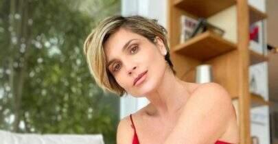 Flávia Alessandra posa com look inusitado e chama a atenção