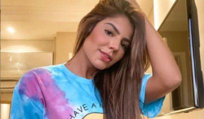 """Ex-BBB Hariany Almeida aposta em blusinha ousada e detalhe chama atenção: """"Queria ver mais!"""""""