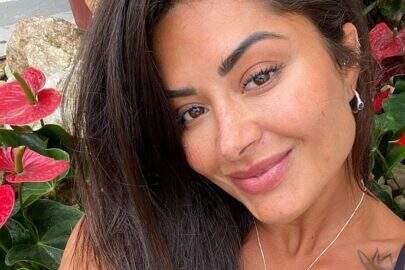"""Aline Riscado renova as energias em cachoeira e ostenta saúde: """"Sejamos luz"""""""
