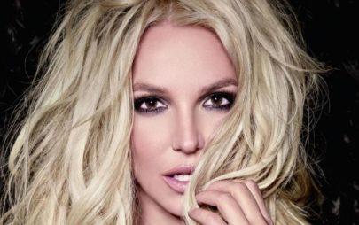 Britney Spears mostra corpo em forma e pernas torneadas chamam atenção