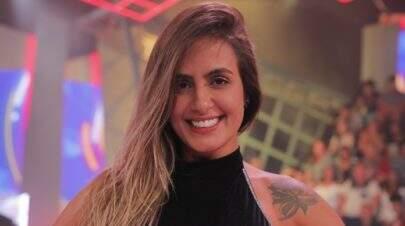 """Carol Peixinho exibe detalhes de seu look e fã dispara: """"Vou te processar por ser tão linda"""""""