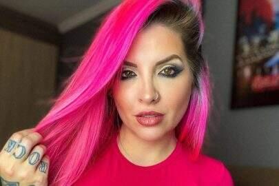 """Ex-BBB Clara Aguilar faz ensaio noturno ousado e recebe elogios: """"Coração não aguenta"""""""
