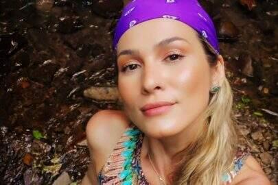 """Lívia Andrade faz sequência de cliques na cachoeira e encanta fãs: """"Um novo começo"""""""