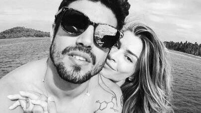 Apaixonada, Grazi deixa recado no pneu de carro de corrida de Caio Castro: 'Te Amo'