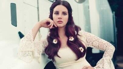 Lana Del Rey é criticada ao usar máscara de tela em sessão de autógrafos