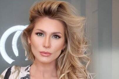 Lívia Andrade curte dia na praia e esbanja beleza natural aos seguidores