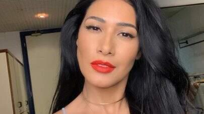 """Simaria faz selfie bem à vontade e eleva o clima na web: """"Que mulher!"""""""