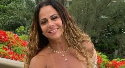 Viviane Araújo relembra clique com fantasia de carnaval e eleva o clima na web