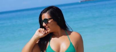 "Irmã de Juliana Caetano posa na banheira e dispara: ""Quer ver?"""