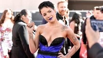 """Após não ser indicada para o Grammy 2021, Halsey desabafa sobre a premiação: """"É um processo ardiloso"""""""