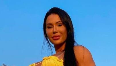 Gracyanne Barbosa posa com look fitness e exibe shape sarado aos fãs