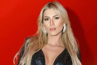 Lívia Andrade faz ensaio caseiro e surpreende fãs com boa forma