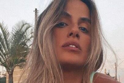 """Ex-BBB Carol Peixinho relembra clique na praia e boa forma impressiona: """"Paraíso"""""""