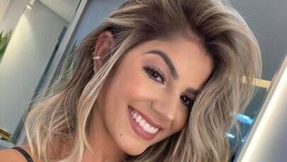 """Ex-BBB Hariany Almeida posa de biquíni vermelho na praia e fã dispara: """"Assim você me mata"""""""