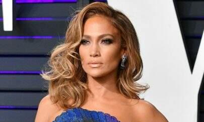 Jennifer Lopez chama atenção da web ao mostrar corpão na capa de sua nova música