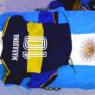 Caixão de Maradona é retirado de velório após fãs invadirem Casa Rosada