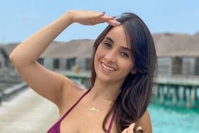 """Márcia Bonde exibe boa forma na praia e dispara: """"Nenhum filtro"""""""