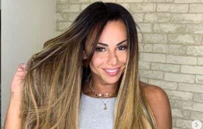 Na academia, Viviane Araújo exibe corpão em frente ao espelho e gera tumulto na web