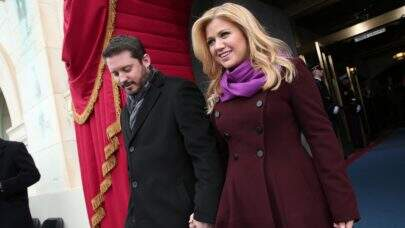 Kelly Clarkson entra na Justiça contra o ex-marido e afirma ter sofrido fraude de milhões