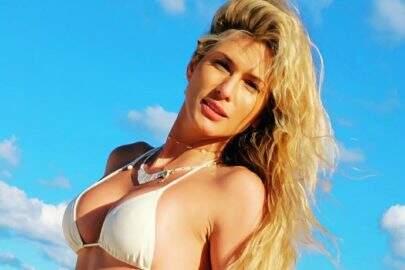 """Lívia Andrade esbanja boa forma ao posar na beira da piscina: """"Sabadão"""""""