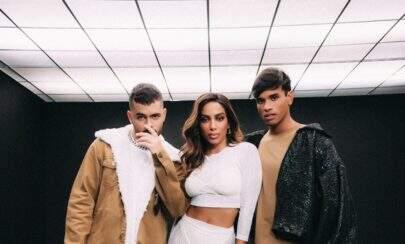 "Anitta abusa da sensualidade no clipe de ""Larissa"", parceria musical de Pedro Sampaio e Luan"