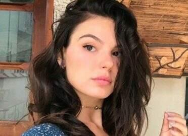 Isis Valverde divulga fotos de novo ensaio e fãs reparam em beleza natural
