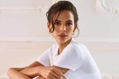 Com biquíni no limite, Bruna Marquezine começa 2021 com foto no banheiro e corpão choca