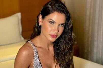 Andressa Suita quebra internet ao posar de biquíni durante passeio de barco