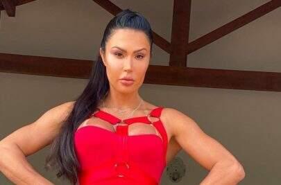 "Gracyanne Barbosa divulga bastidores de ensaio e quebra internet: ""Ela tá demais"""