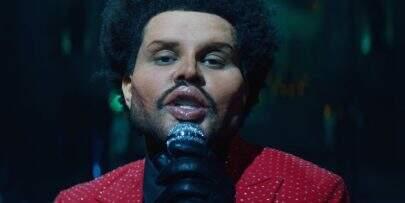 """Após ser ignorado pelo Grammy, The Weeknd alfineta premiação no clipe de """"Save Your Tears"""""""