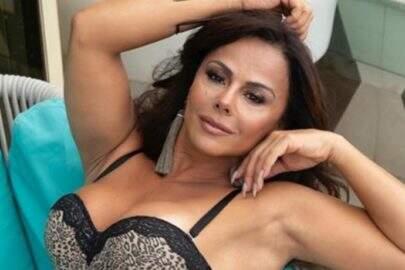 """Viviane Araújo curte momento divertido na piscina com boia inflável: """"Sempre quis"""""""