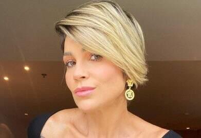 Flávia Alessandra exibe boa forma em paisagem deslumbrante e encanta fãs