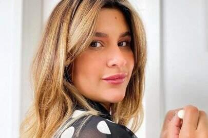 """Filha de Flávia Alessandra exibe marquinha perfeita em passeio de barco: """"Linda!"""""""