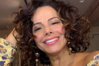 Viviane Araújo relembra vídeo sambando para comemorar Dia do Passista