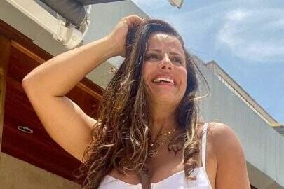 Viviane Araújo curte banho cachoeira e exibe corpo sarado aos seguidores