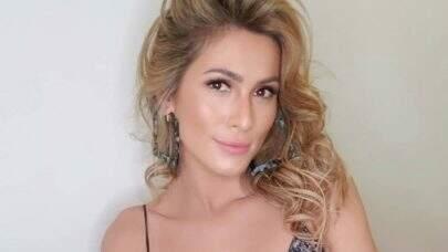 """Lívia Andrade esbanja saúde em nova sequência de fotos na praia e impressiona fãs: """"Deusa"""""""