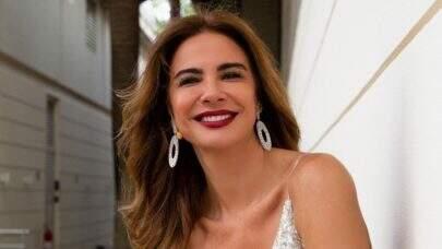 """Aos 51 anos, Luciana Gimenez posa de biquíni na neve e brinca: """"Nem tava frio"""""""