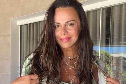 """Viviane Araújo exibe corpão bronzeado ao posar com look de verão: """"Tá no ponto"""""""