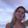 Carolina Portaluppi renova bronzeado em cenário paradisíaco e chama atenção