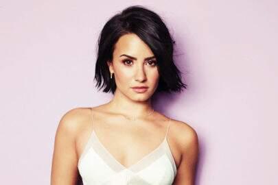 """Após perder peso 'acidentalmente', Demi Lovato comemora: """"Me sinto plena"""""""