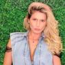 """Na praia, Lívia Andrade esbanja boa forma em biquíni ousado: """"Mares que vem para o bem"""""""