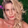 """Após fazer Yoga, Lívia Andrade posa com look confortável e brinca: """"Namastê"""""""